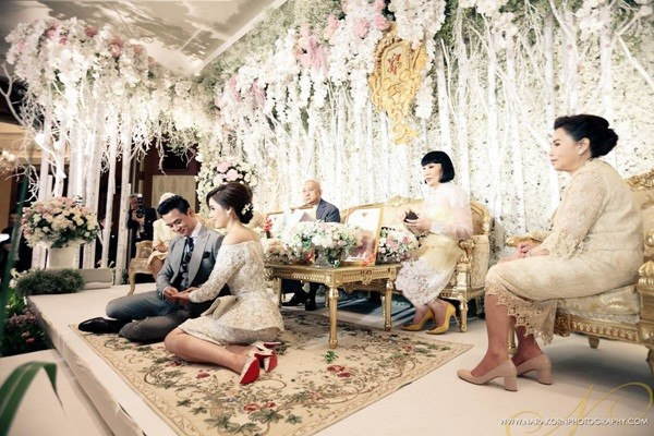 ส่องสินสอดคู่รักดาราที่แพงเว่อร์ เกิน 100 ล้าน! ในประเทศไทย